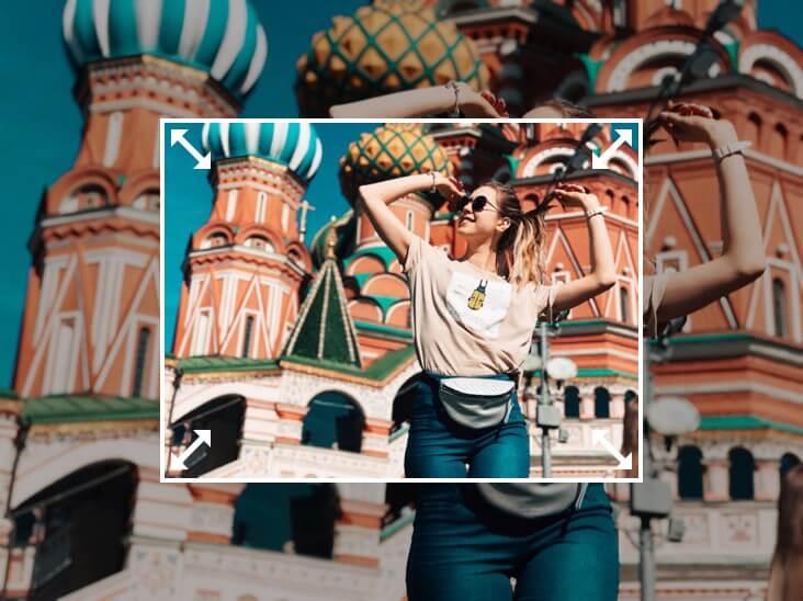 изменить размер изображения девушки, стоящей перед зданием